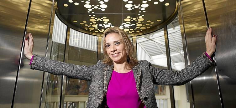 María Ángeles Martín da clases en la Escuela de Ingenieros, en la Isla de la Cartuja. / Pepo Herrera