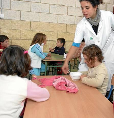 41.663 niños acuden este curso al comedor escolar, un servicio que ofrecen 356 colegios en la provincia. / Javier Cuesta