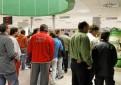 Desempleados hacen cola en una sede del SAE. / José Manuel Cabello