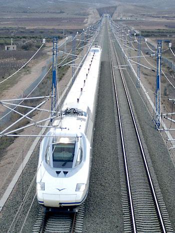 El AVE Sevilla-Granada se retrasa, al menos, hasta 2024. / EFE