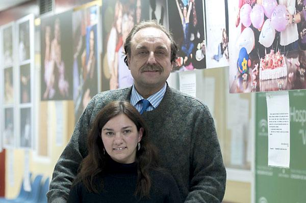 Antonio Bellido con su hija Rocío, que padeció leucemia. / J.M.Paisano