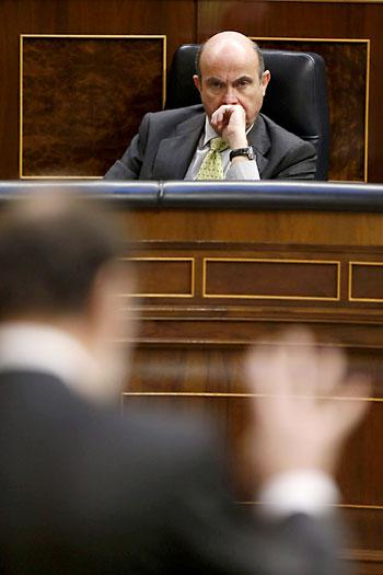El ministro de Guindos, este miércoles en el Congreso. / EFE