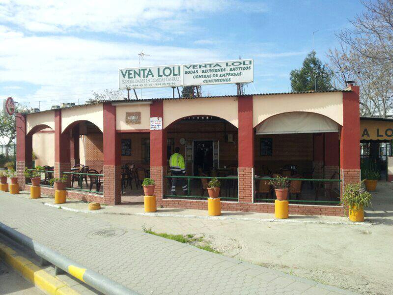 Fachada de la Venta Loli, en la carretera de la Esclusa número 4, el jueves pasado, el último día que estuvo abierta.