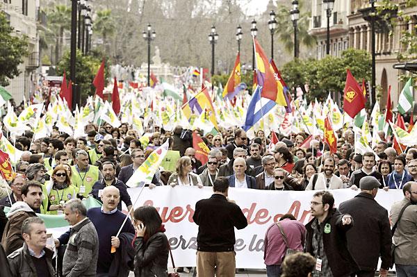 La manifestación convocada por Izquierda Unida tuvo un éxito de convocatoria tan amplio que sorprendió a los propios convocantes. / Raúl Caro (EFE)