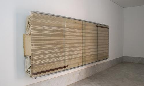 Reinhard Mucha. Bantin, 2003 Técnica escultórica: algodón, madera, aluminio, cristal, esmalte y alfombra.