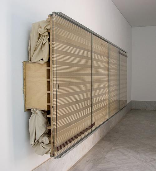 Reinhard Mucha. Bantin, 2003 Técnica escultórica: algodón, madera, aluminio, cristal, esmalte y alfombra