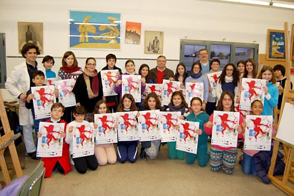 El cartel se ha presentado con sus autores, los alumnos del taller infantil de pintura de la Universidad Popular.