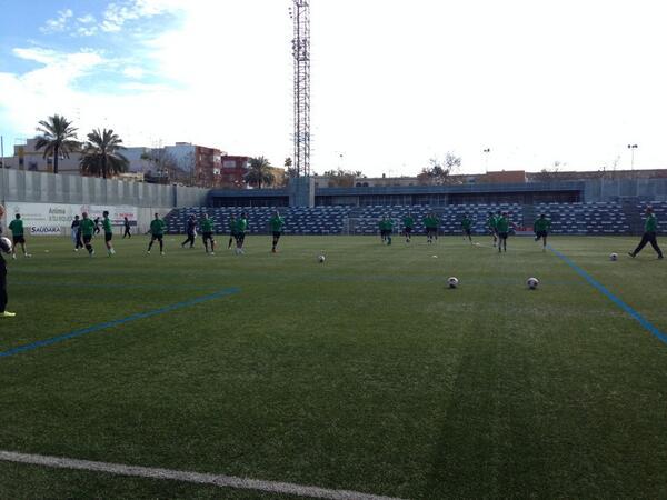 Los jugadores del Betis, este lunes en el estadio Ciudad de Alcalá / Real Betis