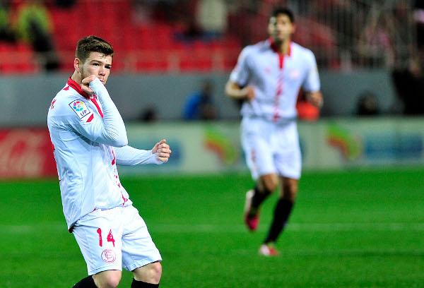 Alberto Moreno celebra su gol al Barça (Kiko Hurtado).