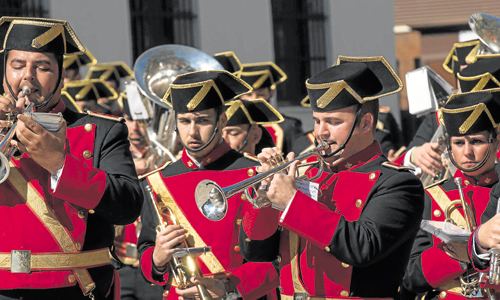Los músicos de la agrupación musical Virgen de los Reyes.  / Foto:J.M. Paisano