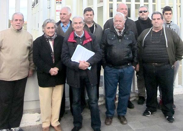 Los vecinos afectados directamente por el cambio de nombre presentaron un escrito en la sede del Distrito contra la propuesta.