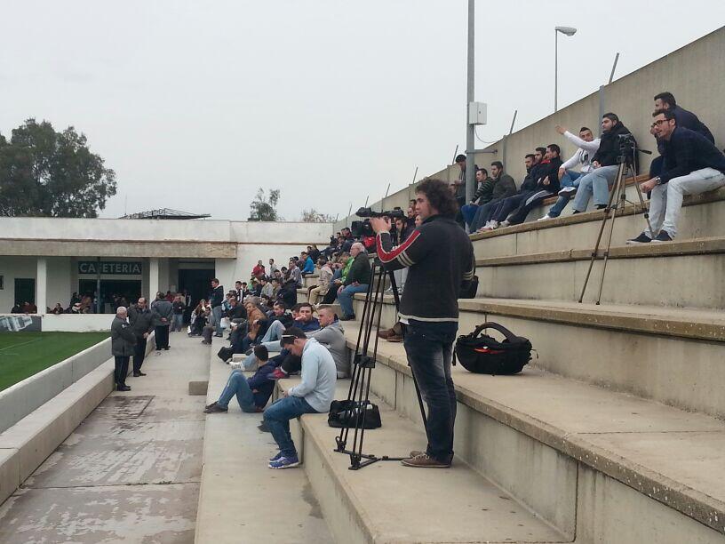Imagen de la grada de la ciudad deportiva en el entreno de este lunes / Deporte Sevilla TV