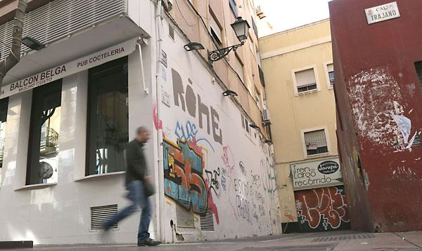 Vista de la calle Trajano de Almería, donde fue encontrado un hombre fallecido. / EFE