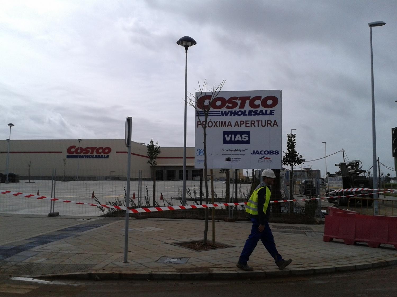La multinacional Costco se afana para abrir su tienda en primavera. / EL CORREO