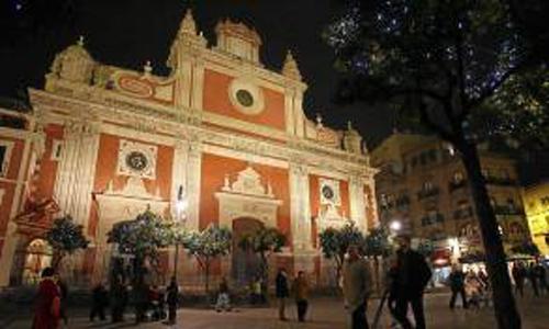 La ruta por edificios iluminados en Sevilla incluirá parada en El Salvador. / Foto: G.Barrera