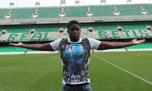 Alfred N'Diaye posa así para la entrevista en la web de su nuevo club / Real Betis