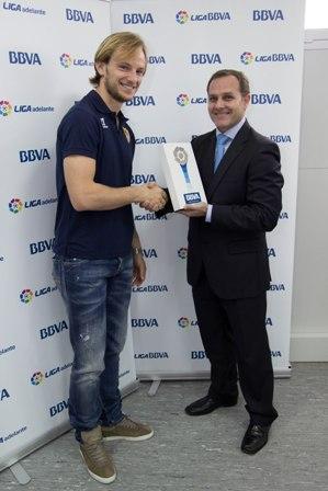 Rakitic, con el premio de mejor jugador de enero de la Liga.