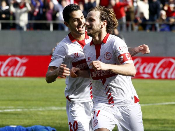 Rakitic, celebrando un gol (Kiko Hurtado)