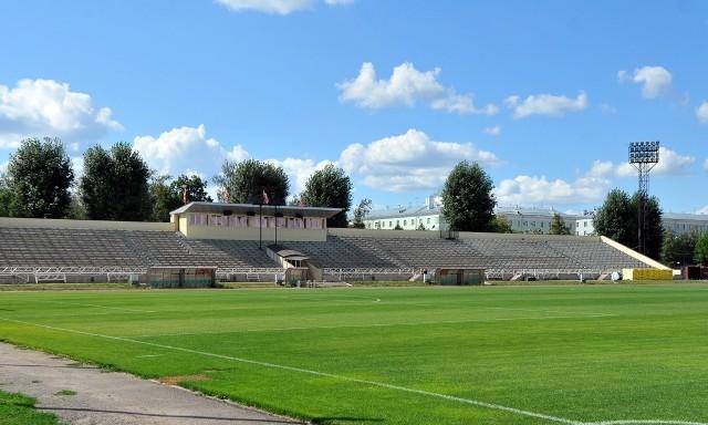 Esta es la tribuna principal del modesto Rubin Stadium.