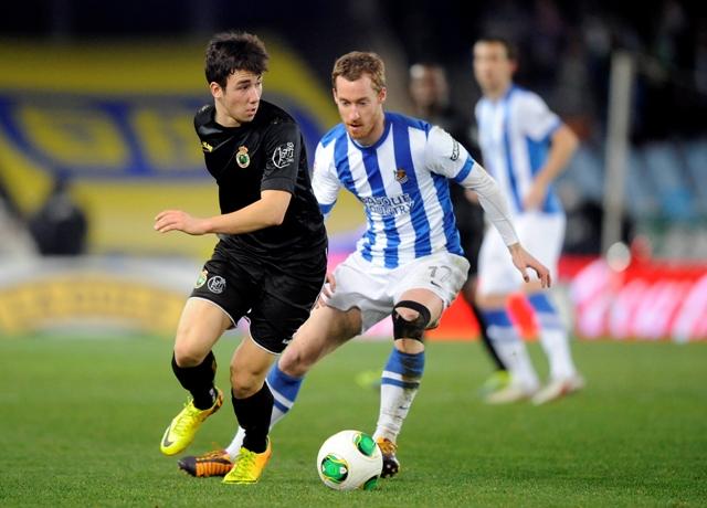 Saúl (izquierda), ante Zurutuza en el Real Sociedad-Racing de Copa / Marcamedia