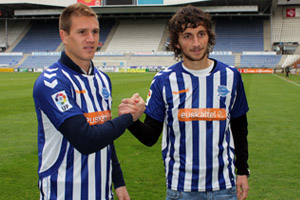 Stevanovic, junto a Raúl García. (Foto: D. Alavés).