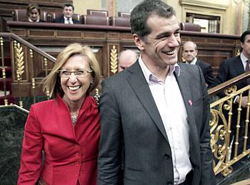 Toni Cantó junto a la líder de UPyD Rosa Díez. / EFE