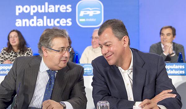 Juan Ignacio Zoido y José Luis Sanz durante la última reunión de la Junta Directiva del PP andaluz, en enero. / Julio Muñoz (EFE)
