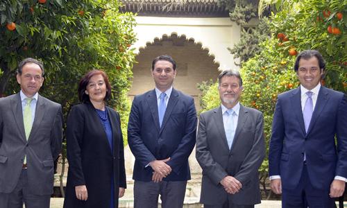 Francisco Javier Fernández acompañado de los presidentes que subirán al palco de la Maestranza en la temporada 2014.