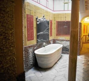 La 'pila sepulcral', una de las grandes curiosidades de este complejo hotelero.