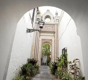 Uno de los pasajes de las Casas de la Judería era un antiguo adarve de la muralla.