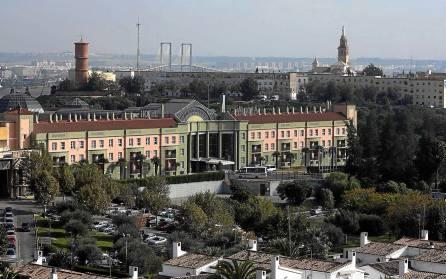 El hotel Alcora de San Juan de Aznalfarache es uno de los establecimientos que está en Selleva.com. / Javier Cuesta