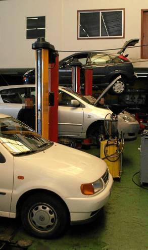 Un taller de reparación de vehículos. / Gregorio Barrera