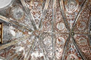 Detalle de las bóvedas del presbiterio del templo parroquial de Alanís.