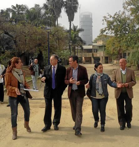 Martínez,Valdés, Espadas, Bueno y  Díaz, en su visita al Jardín Americano.