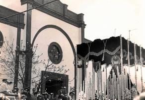 La Virgen de los Dolores abandona por primera vez su templo camino de la Catedral.