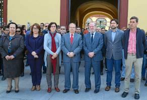 Trabajadores y representantes de la Diputación homenajearon a Suárez.