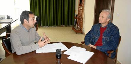 Reunión del alcalde de Mairena con el arquitecto del proyecto.