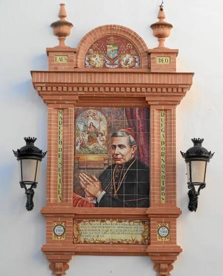 La calle Cardenal Marcelo Spínola de Cantillana luce, también, un altar cerámico rememorando el pasaje histórico.