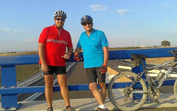 Pedro Mora y Gustavo Álvarez son pacientes crónicos activos que han sabido superar barreras, como la de practicar una de sus aficiones: el cicloturismo.