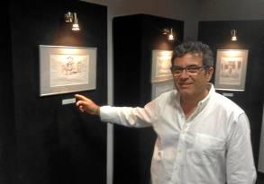 Ángel Rodríguez, en la exposición en homenaje a los cuidadores.