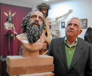 Paco y su reproducción en talla cofrade. / María Montiel