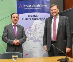 El consejero de Turismo junto al delegado de Brussels Airlines.