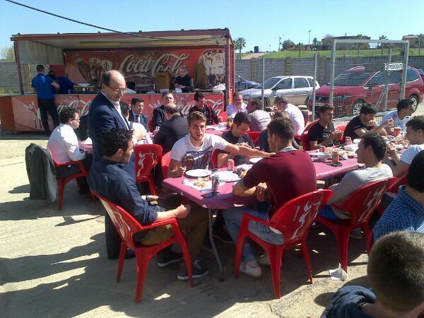 El presidente, José Castro, con los jugadores en la ciudad deportiva / Sevilla FC