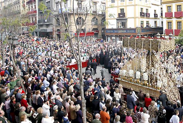 Una procesión por la Campana. / Javier Cuesta