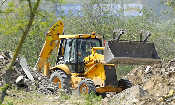 Escombrera de Camas donde se están buscando los restos de la joven Marta del Castillo. / EFE