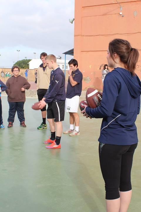 El fútbol americano no faltó entre las sesiones deportivas del Lora Tamayo.