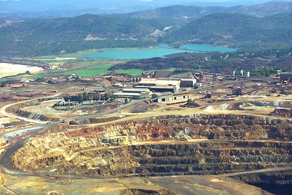 La mina de Riotinto, actualmente mantenida por medio centenar de trabajadores, está lista para su puesta en marcha.