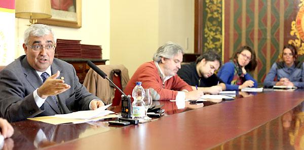 El rector Antonio Ramírez de Arellano hizo ayer balance de sus dos años de mandato en la Universidad de Sevilla.