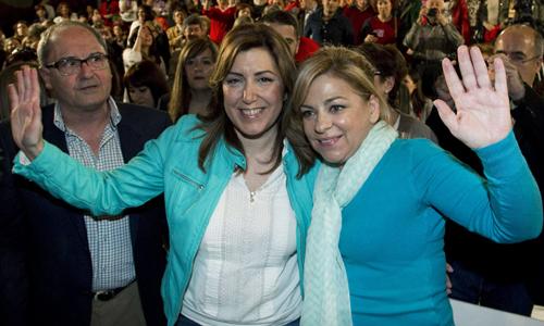 La vicesecretaria general del PSOE, Elena Valenciano (d), cabeza de lista a las elecciones europeas, y la presidenta andaluza y secretaria general del PSOE-A, Susana Díaz. / EFE