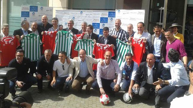 Las leyendas, unidas (Foto: Real Betis).